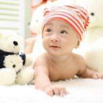 赤ちゃんが産まれてから首がすわるまでの遊び【言語聴覚士監修】